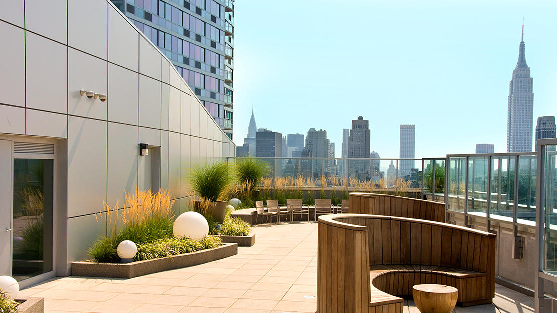 505 w 37th st roof lounge